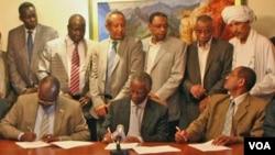 Perwakilan dari Sudan Utara dan Selatan menandatangani perjanjian mengenai kawasan kaya minyak Abyei di Addis Ababa, Ethiopia (20/6).