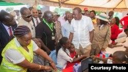 Rais Uhuru Kenyatta atembelea kituo cha kuandikisha wapiga kura mjini Embu