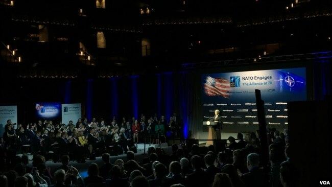 美国副总统彭斯2019年4月3日在北约互动论坛上发言(美国之音黎堡)