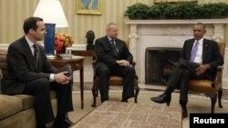 برت مکگرک، نفر سمت چپ، نماینده ویژه آقای اوباما در ائتلاف علیه داعش است.