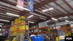 搜救隊所在的倉庫(美國之音國符拍攝)
