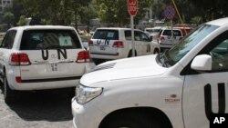 Xe chở các chuyên gia của Tổ chức Cấm Vũ khí Hóa học rời khỏi khách sạn ở Damascus, ngày 26/8/2013.
