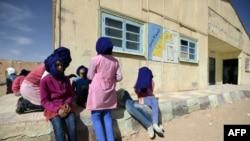 Des élèves dans la cour d'une école dans un camp de réfugiés de Smara, à Tindouf, Algérie, 25 février 2016.