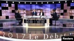 Les deux candidats à la présidentielle française, le centriste Emmanuel Macron, et sa rivale d'extrême droite, Marine Le Pen, lors de leur ultime duel télévisé, le 3 mai 2017.