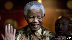 Rais wa zamani na rais mweusi wa kwanza Afrika Kusini Nelson Mandela. (AP Photo/Peter Dejong, file)