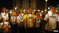 Para demonstran, di antaranya korban pelecehan seksual, melakukan protes atas cara Vatikan menangani skandal ini (foto: dok.)