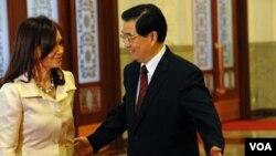 La presidenta argentina Cristina Fernández firmó varios acuerdos con el presidente de la República Popular China, Hu Jintao.