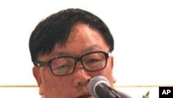 8일 신숙자 씨 관련 기자회견에 참석한 오길남 박사.