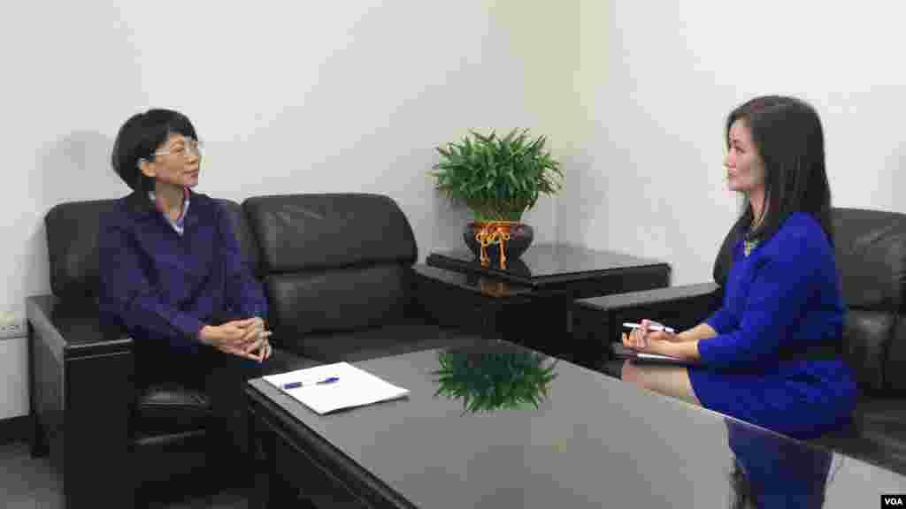 美国之音VOA卫视记者、主持人郑裕文星期一独家采访了国民党副总统候选人王如玄