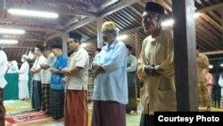 Suasana tarawih malam pertama di Masjid Pathok Negara Plosokuning, Sleman Yogyakarta. (Foto courtesy: Humas Masjid Pathok)