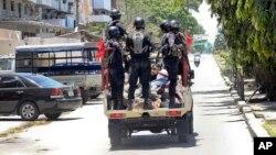 La police déployée à Zanzibar lors des manifestations contre les irrégularités liées aux élections, 26 octobre 2015.