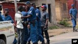 Những vụ biểu tình bạo động ở Burundi bùng ra sau khi Tổng thống Pierre Nkurunziza loan báo sẽ tranh cử tổng thống.