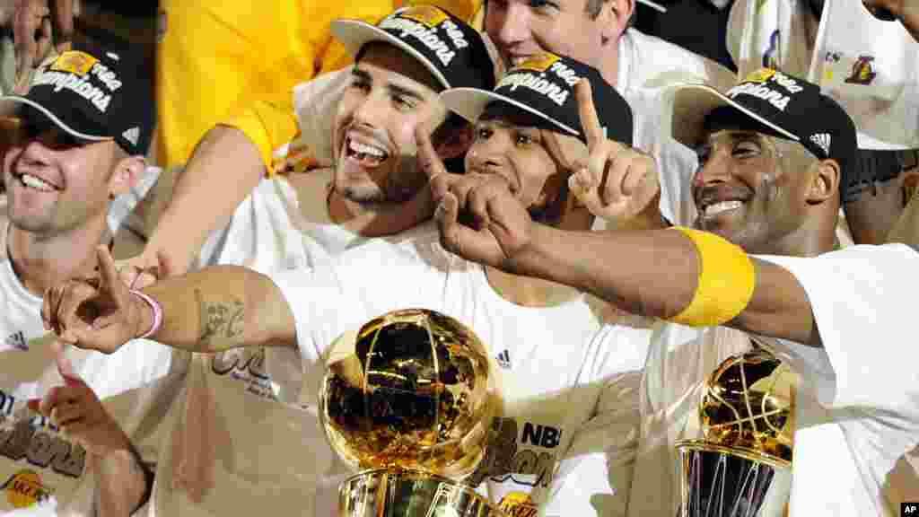 Les Los Angeles Lakers, champions de la NBA, pour la saison 2009 - 2010, le 17 juin 2010.