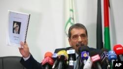 Ông Terawi Tawfik, người đứng đầu nhóm điều tra cái chết của cố lãnh tụ Yasser Arafat, trong một cuộc họp báo ở thành phố Bờ Tây Ramallah.