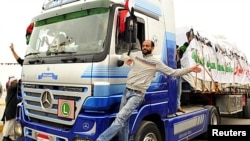 A man stands on a truck loaded with humanitarian aid from abroad in Benghazi, March 15, 2011 (file photo)