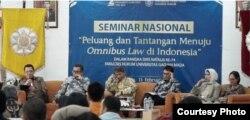 Seminar terkait Omnibus Law di Fakultas Hukum UGM. (Foto: Humas UGM)