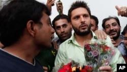 ٹیم کا وطن واپسی پر والہانہ استقبال،آفریدی کی بھارتی میڈیا پر تنقید