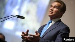 En esta foto, Arnold Schwarzenegger se pronuncia sobre Desarrollo Sostenible. Este año, el actor también protagonizó Los Indestructibles 2, junto a Sylvester Stallone y Bruce Willis.