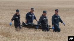 Yo'lovchilardan birining jasadi.. Grabovo, Ukraina, 19-iyul, 2-14