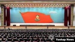 북한이 김정일 국방위원장의 생일인 '광명성절'을 하루 앞두고 '김정일 탄생 73돌 경축 중앙보고대회'를 열었다.