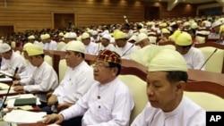 緬甸議會星期一在內比都復會