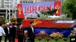 Các đài hoa trang trí trên đường phố cho dịp đại hội Đảng Công nhân ở Bình Nhưỡng, Bắc Triều Tiên, ngày 5/5/2016.