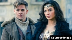 "Chris Pine dan Gal Gadot dalam ""Wonder Woman."" (Warner Bros. Entertainment)"