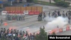 港警举行仿选举骚乱特别训练(苹果日报网站视频截图)