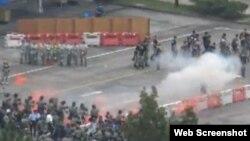 香港警方舉行模擬選舉騷亂特別訓練 (蘋果日報圖片)