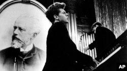 Ван Клиберн во время выступления в Большом зале консерватории, на Первом международном конкурсе имени П.И.Чайковского. Москва, апрель 1958 года