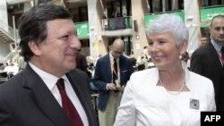 Predsednik Evrospke komisije Žoze Manuel Barozo i premijerka Hrvatske Jadranka Kosor posle samita EU u Briselu, 24. jun 2011.