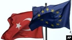 """Türkiye ile AB arasında tam üyelik müzakerelerine 3 Ekim 2005'te başlandı. Aradan geçen 10 yıla rağmen yolun """"yarısına"""" bile gelinemedi."""