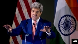 Menlu AS John Kerry berbicara di kampus Institut Teknologi India di New Delhi hari Rabu (31/8).