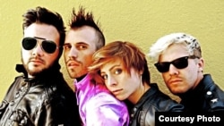 Neon Trees Band Members : Branden Campbell (far left), Tyler Glenn, Elaine Bradley, and Chris Allen (far right).