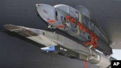 Pesawat tak berawak hipersonik X-51A WaveRider saat uji terbang di Pangkalan Udara Edwards, California (foto: dok).