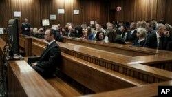 南非速跑運動員佩斯托瑞斯6月30日在法庭上