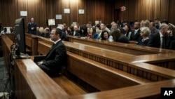 南非速跑运动员佩斯托瑞斯6月30日在法庭上