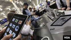 Algunos especulan que el nuevo iPad2 tendrá una segunda cámara que permitirá entre otras cosas hacer video conferencias.