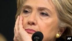 克林顿竞选总统深受电邮丑闻干扰
