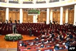 Vatandagi manzara: Oliy Majlis hukumat ishidan qoniqmayapti