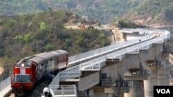 India berencana membangun jalur kereta api baru untuk mengimbangi pembangunan oleh Tiongkok di perbatasan.