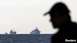27 Kasım 2014 - Girit Adası'nda bir sahil güvenlik yetkilisi