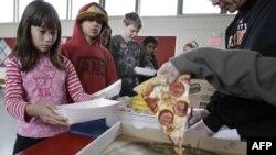 Картофель-фри и пицца останутся в школьных меню