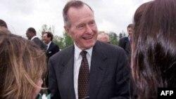 جرج اچ دبليو بوش حمايت خود را از رامنی اعلام می کند