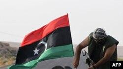Një autokolonë me të paktën 200 makina të trupave besnike të Gadafit kaloi në Niger
