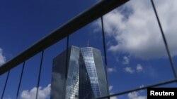 Kantor Bank Sentral Eropa (ECB) di Frankfurt, Jerman, 28 Juni 2015 (Foto: dok).