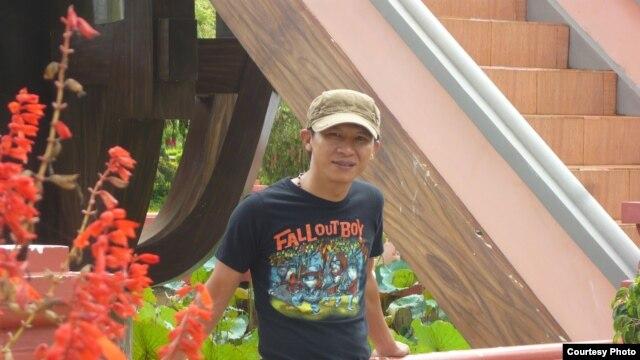 Nhạc sĩ Viet Khang