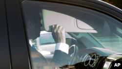 前川普竞选阵营主席马纳福特离开他在华盛顿附近维吉尼亚州亚历山德里亚的家。(2017年10月30日)