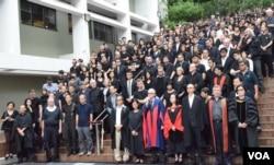 香港大學師生黑衣靜默遊行抗議校委會否決陳文敏副校長任命。(美國之音湯惠芸)