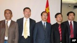 藏学家代表团左起旺久多吉、胡岩、扎洛